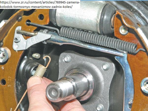 Замена задних тормозных колодок