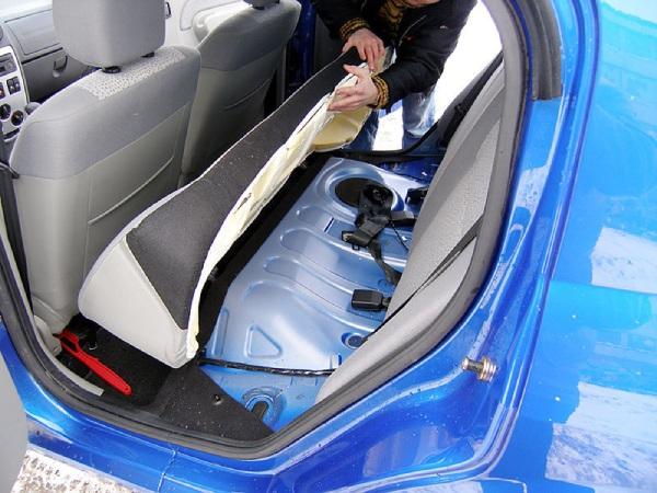Снимаем заднее сиденье Renault Logan