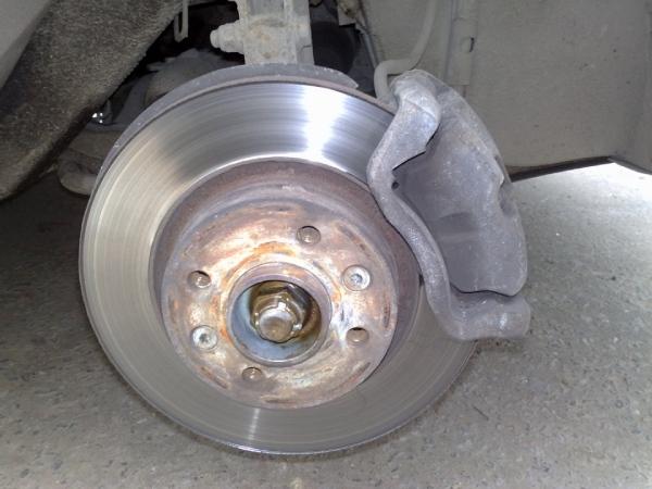 Демонтируем переднее колесо