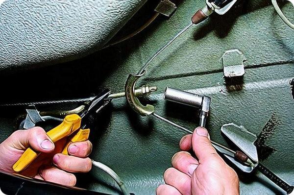 Регулировка троса ручного тормоза