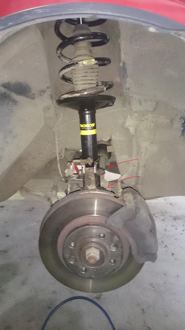 Снимаем передние амортизаторы Renault Loagan