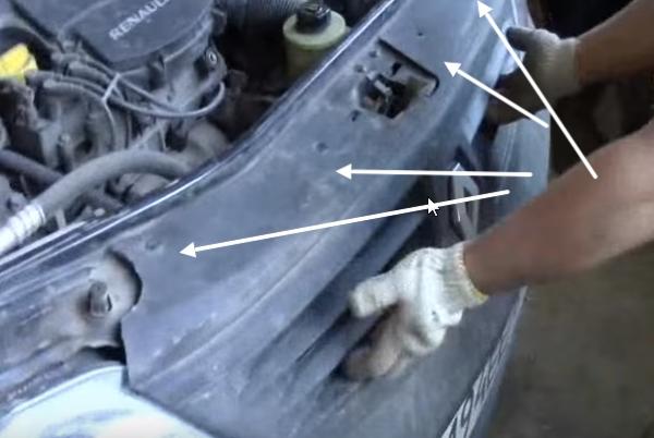 Снимаем задний бампер на Renault Logan 1