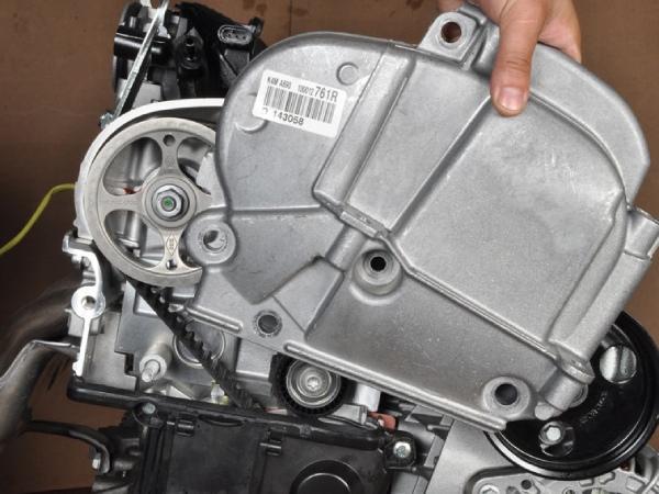 Демонтируем правую подушку двигателя