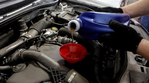 Меняем моторное масло duster