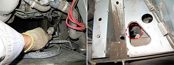 Отсоединяем трос привода сцепления. Далее отвинчиваем два болта крепления массы к КПП.
