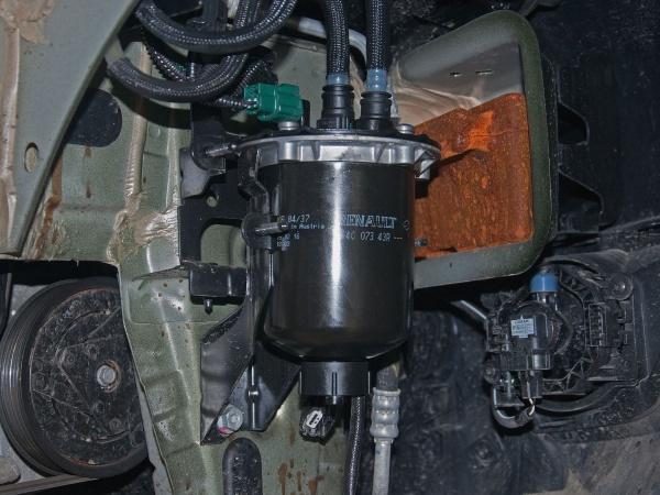 Меняем топливный фильтра в дизельном Duster