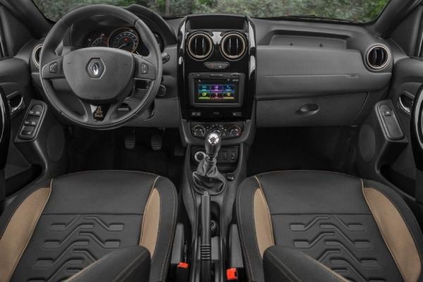 Интерьер Renault Duster Dakar