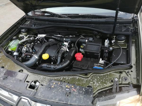 Загрязненный моторный отсек
