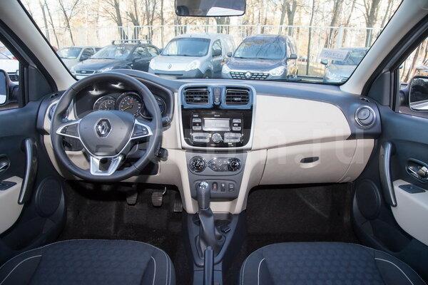 Чёрно-бежевая центральная консоль Renault Logan 1.6 MT Style