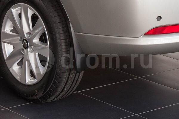 Задние брызговики и легкосплавные диски колес
