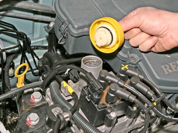 замена масла в моторе Рено Логан 2
