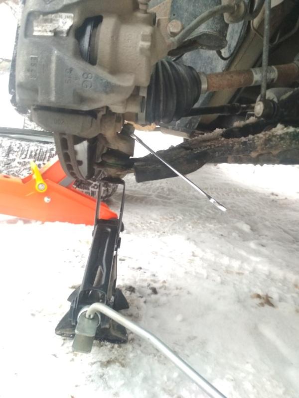 Меняем передние рычаги Renault Duster