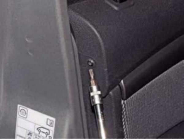 Снимаем обшивку передних дверей Renault Duster