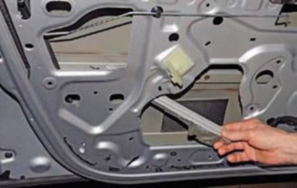 Замена переднего дверного замка Renault Duster