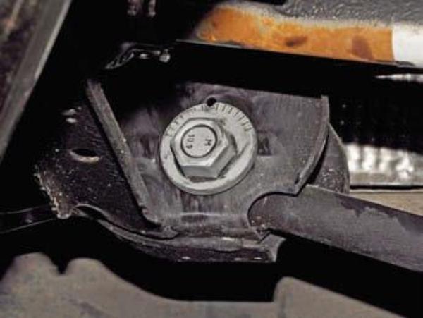 Меняем задние сайлентблоки на Renault Duster 4x4