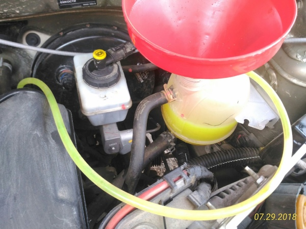 Заливаем антифриз Renault Duster