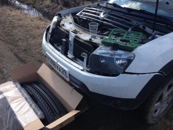 Снимаем решетку радиатора на Renault Duster
