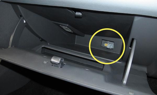 Где находится диагностический разъем у Renault Duster ?