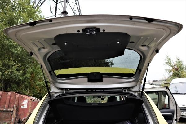 Демонтируем обшивку двери багажника Renault Duster
