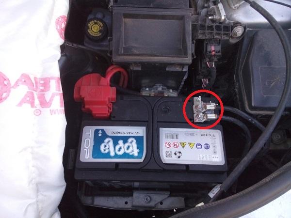 Меняем АКБ на Renault Duster