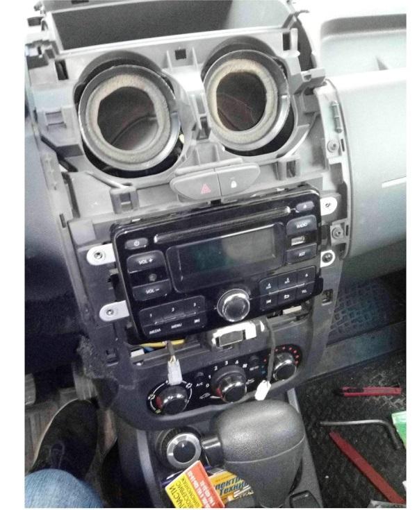 Демонтируем головное устройство Renault Duster